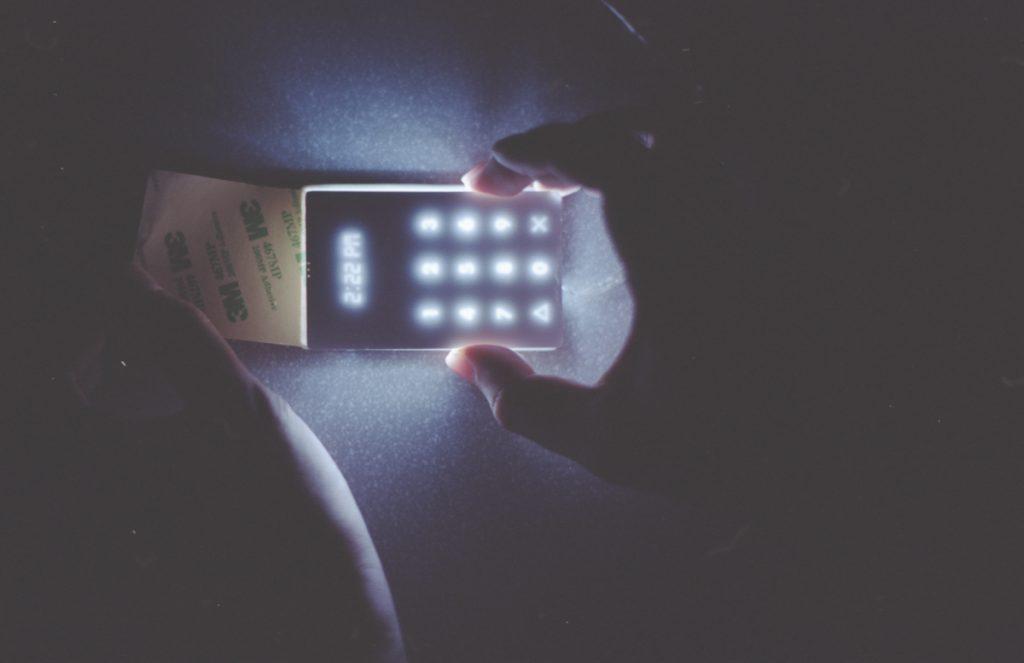 Après l'I-phone, découvrez le LightPhone