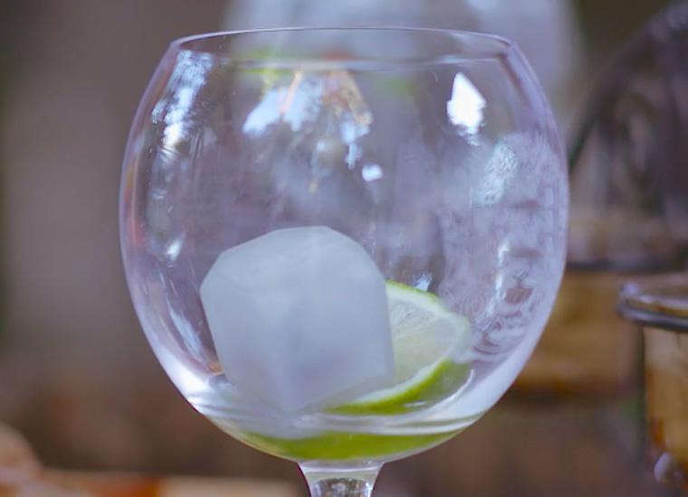 Le glaçon qui indique au serveur quand votre verre est vide !